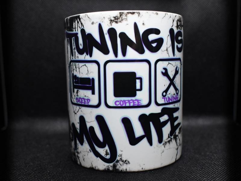 TUNING IS MY LIFE Tasse im coolen Werkstattlook (Lila/Mint v1)