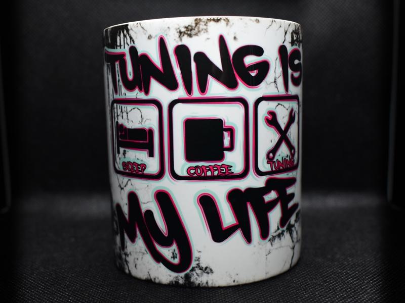 TUNING IS MY LIFE Tasse im coolen Werkstattlook (Rot-Pink/Mint)
